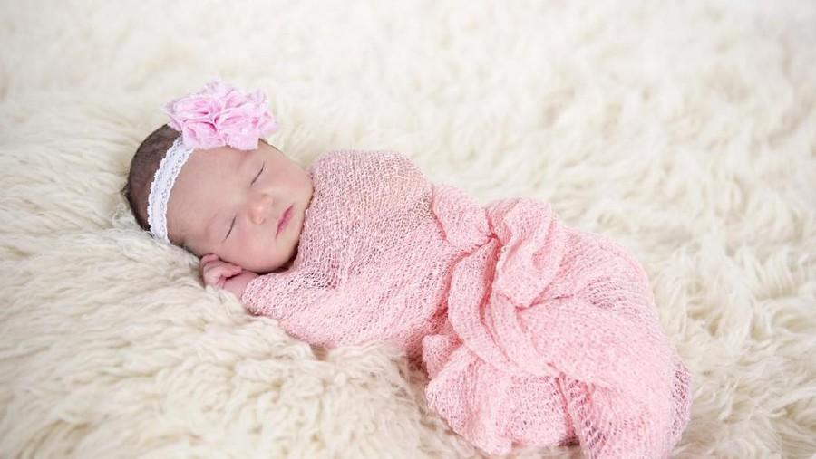 20 Nama Bayi Perempuan Islami Bermakna Hujan dan Cinta