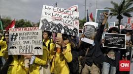 FOTO: Aksi Mahasiswa Geruduk DPR Tolak RUU KPK dan RKUHP