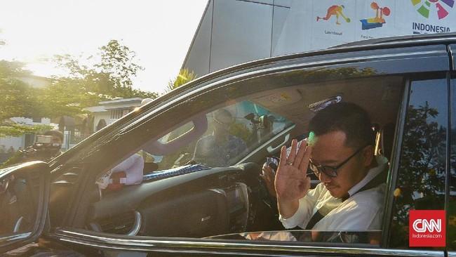 Imam Nahrawi mengumumkan pengunduran diri dari jabatan Menpora usai ditetapkan sebagai tersangka oleh KPK terkait kasus dana hibah KONI.