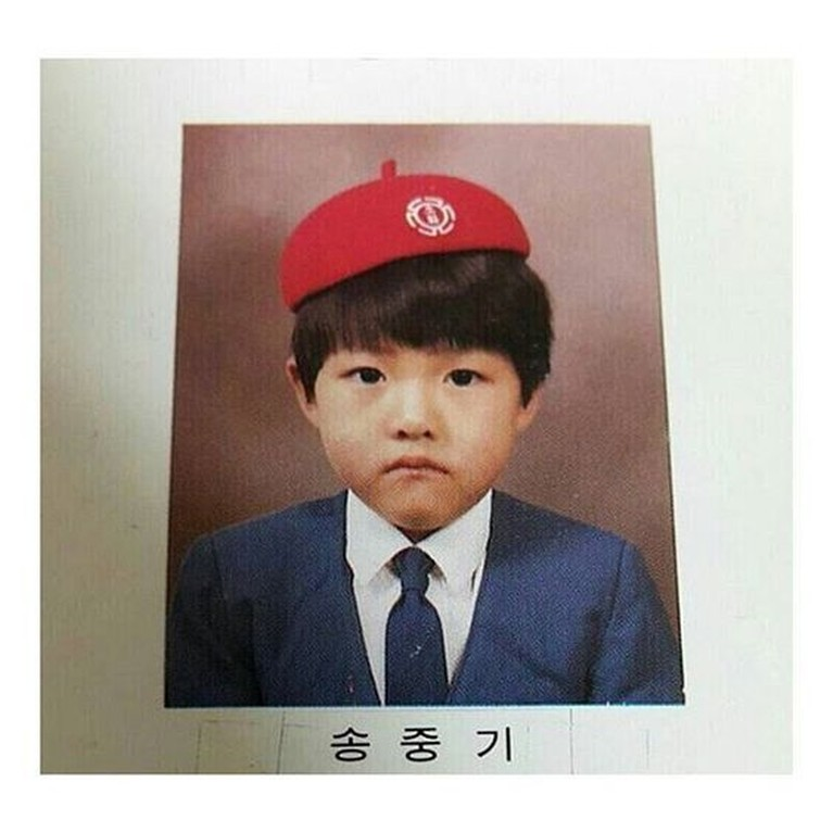 Masa kecil Joong Ki dihabiskan di Daejeon dan sempat menjadi atlet skating.