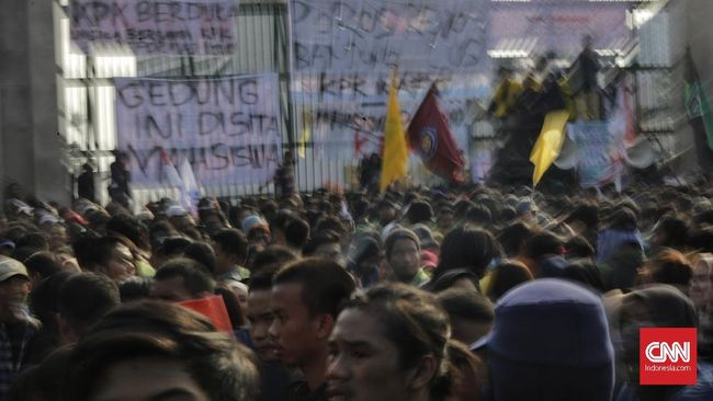 Aksi #GejayanMemanggil di pertigaan Gejayan, Yogyakarta hari ini diprediksi diikuti lebih dari 2.000 orang mulai dari pelajar, pekerja, hingga mahasiswa.