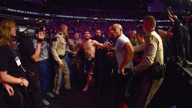 Dillon Danis sempat mengejek Khabib Nurmagomedov yang memutuskan pensiun usai menang di UFC 254 sebelum menghapus cuitan tersebut.