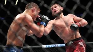 Khabib Kalah Angka Sebelum Menang Atas Gaethje di UFC 254