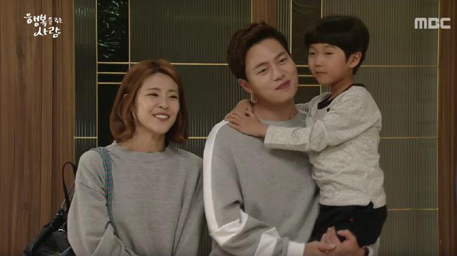 Nonton drama Korea 'Person Who Gives Happiness' episode 14 live streaming di Trans TV tayang Rabu (9/10) dan bisa disaksikan melalui CNNIndonesia.com di sini.