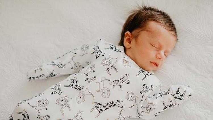 Bunda yang sedang mencari nama bayi laki-laki Islami terdiri dari tiga kata dalam daftar berikut.