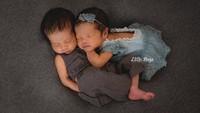 """Damai banget ya, Bun, melihat keduanya tertidur pulas begini. (Foto: Instagram @ratnagalih)<span class=""""im""""><br /></span>"""