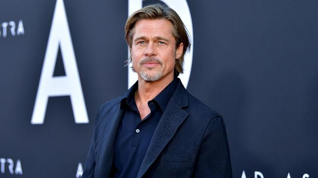 Brad Pitt duduk dan berbicara tentang masa sulit yang ia alami setelah berpisah dari Angelina Jolie. Ia mengakui terlalu banyak menenggak alkohol.