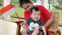 Pasangan Putri Titian dan Junior Liem menyambut kelahiran anak kedua, pada 15 Maret 2019. Si jagoan kecil yang diberi nama Mykah Iago Liem itu lahir dengan berat 3,325 kilogram dan panjang 49 centimeter. (Foto: Instagram @putrititian)