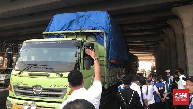 Kemenperin meminta Kemenhub untuk menunda aturan truk kelebihan muatan (ODOL) dari 2021 ke 2023-2025 nanti.