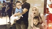 <p>Family time jalan-jalan ke mall? Kenapa enggak? (Foto: Instagram @donitabhubiy)</p>