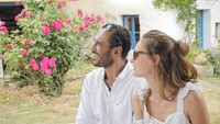 <p>Pasangan ini menikah di Corme-Royal, Prancis. Mereka memilih menikah di sana karena Prancis adalah negara asal Valentine. (Foto: Instagram @bayu_ario)</p>