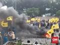 Massa PB PMII Bakar Ban dan Lempar Telur Busuk ke Gedung KPK