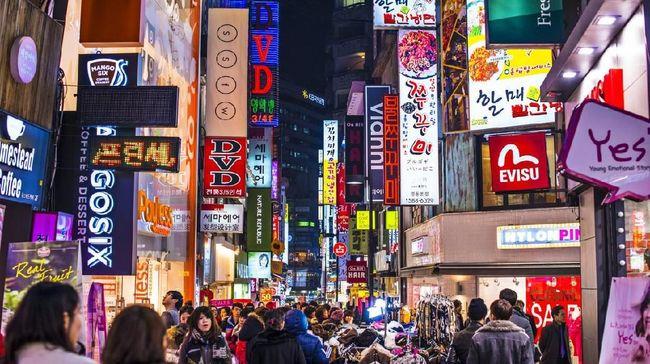 Jangan mengaku tak sempat belanja oleh-oleh saat wisata di Korea Selatan, karena ada banyak pusat perbelanjaan di sini.