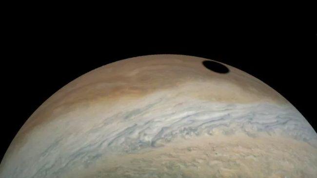 Misteri Lingkaran Hitam Sebesar Bumi di Jupiter Terpecahkan