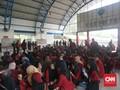 Menyemut di Palmerah, Mahasiswa Berjalan Beriringan ke DPR