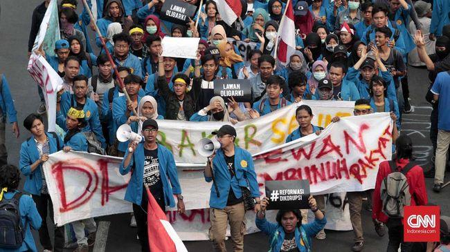 Dari hasil analsis media sosial, mahasiswa berperan besar untuk mengangkat isu perundangan mulai dari media sosial hingga aksi turun ke jalanan