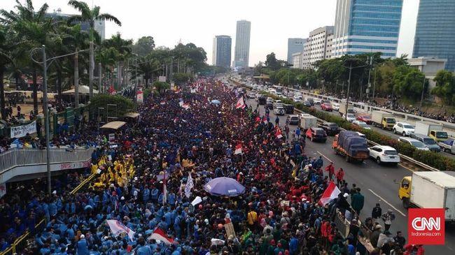 Menko Polhukam Wiranto menyebut demo mahasiswa menolak RKUHP kemarin telah disusupi kelompok perusuh yang bertujuan menggagalkan pelantikan Jokowi-Ma'ruf.
