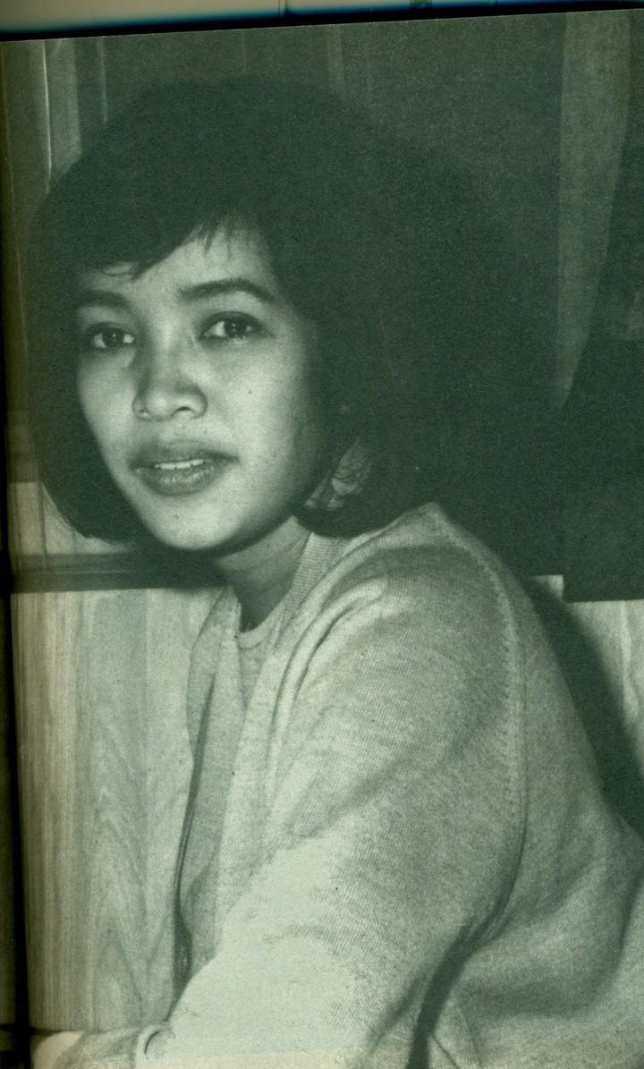 Kisah cinta Habibie dan Ainun berhasil merebut hati masyarakat Indonesia. Setelah 9 tahun kepergian Ainun, kita lihat lagi yuk foto kenangan masa muda Habibie.