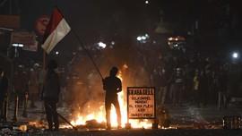 FOTO: Bentrokan Masih Berlangsung di Palmerah
