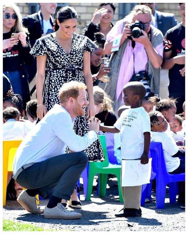 <p>Meghan Markle dan Pangeran Harry bersama putranya, Archie Harrison mengunjungi Afrika Selatan, Bun. (Foto: Instagram @sussexroyal)</p>