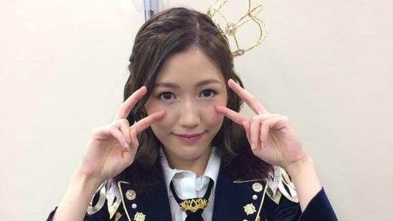 Watanabe Mayu. So long! menjadi lagu pertama Mayu yang ditunjuk sebagai center. Selain itu ia juga menjadi center di lagu Labrador Retriever hingga 11-gatsu no Anklet.