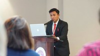 <p>Baru-baru ini Fathur menghadiri The 19th AUN and 8th ASEAN + 3 Educational Forum and Young Speakers Contest di Chiang Mai, Thailand. Wah, keren ya Fathur, sosok yang pantas dijadikan contoh untuk anak-anak generasi penerus. (Foto: instagram @fathuurr_)</p>
