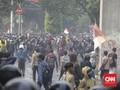 Rusuh Kembali Terjadi, Massa Lempari Batu ke Gedung DPR