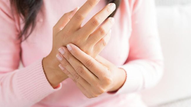 Serangan asam urat bisa menimbulnya rasa nyeri yang tak tertahankan. Kontrol munculnya serangan dengan beberapa pilihan obat herbal asam urat.