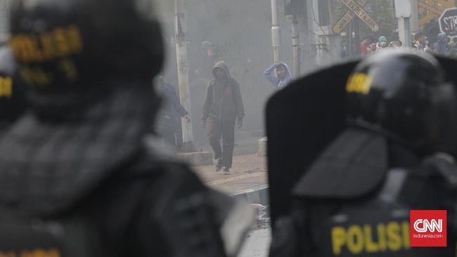Aliansi Jurnalis Independen mengungkap pola kekerasan terhadap wartawan dilakukan ketika jurnalis sedang merekam kekerasan polisi terhadap massa.