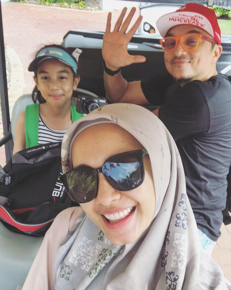 Laudya Chyntia Bella dan Engku Emran sudah saling unfollow akun Instagram. Hubungan keduanya dikabarkan sedang tidak baik-baik saja.
