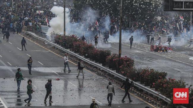 RS Pelni mengatakan mahasiswa Universitas Al Azhar yang ikut berunjuk rasa di DPR, Faisal Amir (21) dibawa ke rumah sakit dalam kondisi tak sadar.