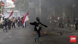 FOTO: Peserta Demo STM Bentrok dengan Polisi di Belakang DPR