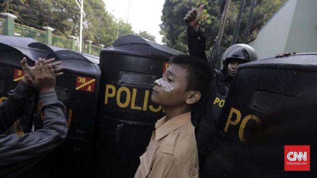 Kapolda Maluku Irjen Baharudin Djafar mengajak masyarakat untuk mengawasi dan mendorong polisi agar menjalankan tugas dengan lebih baik