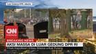VIDEO: Makin Panas! Massa Berusaha Masuk ke Gedung DPR