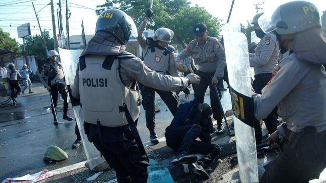 Polda Sulawesi Tenggara membentuk tim gabungan untuk mengusut tewasnya mahasiswa Universitas Haluoleo, Immawan Randi, saat demonstrasi di Kendari, Kamis (26/9).