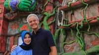 <p>Kalau ini, Ganjar mengajak istrinya untuk melihat salah satu tempat wisata yang hits di Semarang. Semoga langgeng dan bahagia ya! (Foto: Instagram @ganjar_pranowo)</p>