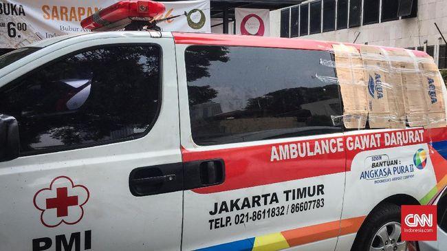Ada dua ambulans yang diduga membawa batu dan botol berisi bensin yang diamankan polisi.