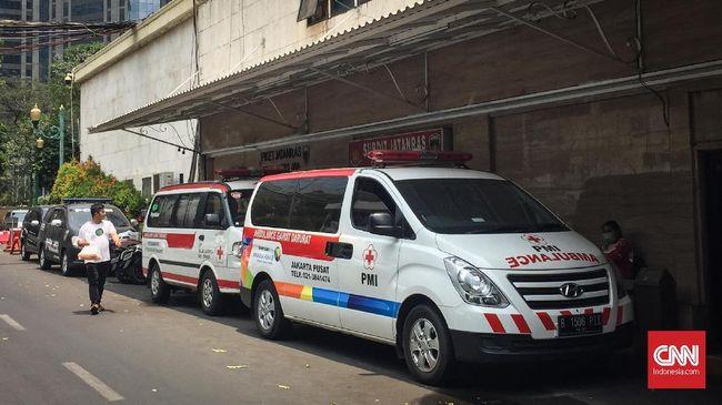 PMI menegaskan tak pernah memiliki kardus berisi kembang api, batu, dan bensin di dalam ambulans yang ditemukan polisi saat ketegangan demo terjadi semalam.