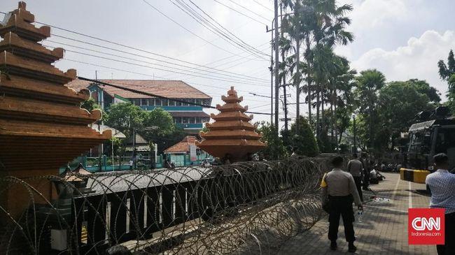 Polrestabes Surabaya mengklaim telah mengecek kesiapan semua personel yang mengamankan aksi Surabaya Menggugat, baik dari segi peralatan maupun psikologis.