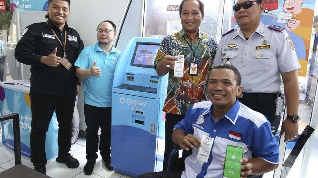 GoPay menggandeng Pemkot Semarang untuk mewujudkan Kota Cerdas, di antaranya melalui pembayaran tiket Trans Semarang dengan aplikasi tersebut.