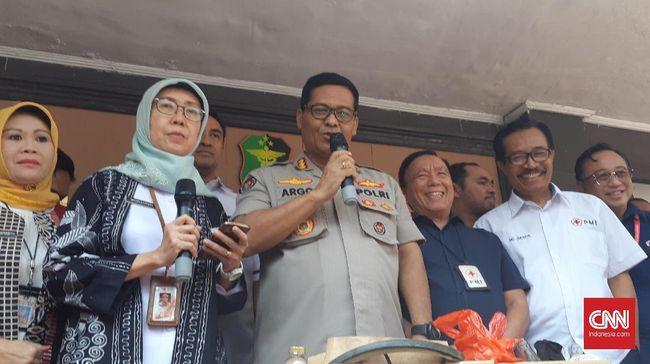 Kadin Kesehatan DKI Widyastuti meminta kepolisian untuk mengklarifikasi berbagai informasi soal ambulans bawa batu dan bensin yang telah tersebar di medsos.
