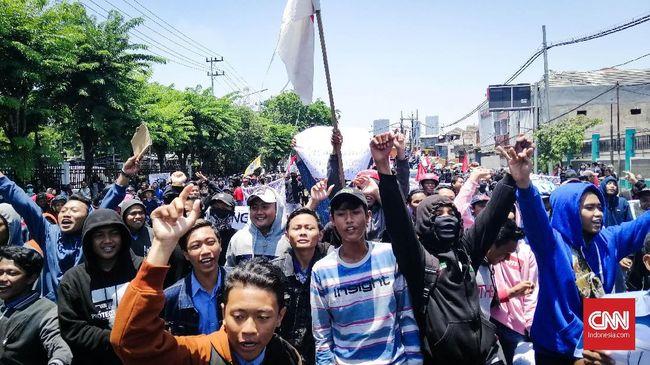 Polri mengaku sudah membubarkan 1.371 kerumunan massa demi mencegah penyebaran Virus Corona meluas di masyarakat.