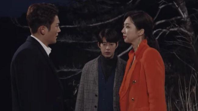 Nonton drama Korea 'Left-Handed Wife' episode 9 live streaming di Trans TV bakal tayang pada Kamis (10/10) dan bisa disaksikan melalui CNNIndonesia.com di sini.