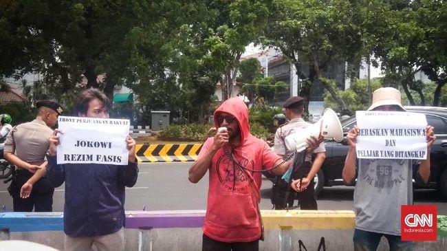 Massa yang tergabung dalam FPR menilai rezim Jokowi anti terhadap rakyat karena terus melakukan tindakan represif kepada pengkritik.