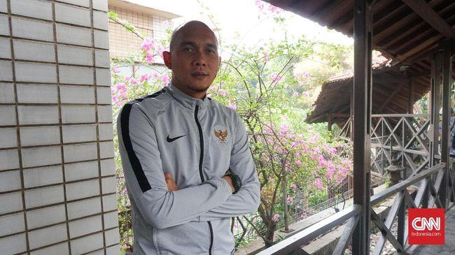 Markus Harison menuliskan lika-liku yang pernah dialami mantan kiper Timnas Indonesia tersebut saat masih menjadi pesepakbola.