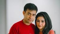 <p>Mesranya Fildan dan istri masih awet lho. Seperti pengantin baru, he-he-he. (Foto: Instagram/ @da4_fildan)</p>