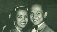 <p>Pernikahan Habibie dan Ainun yang digelar di Hotel Preager Bandung sampai diangkat oleh Berita Indonesia Jakarta dan koran lokal Bandung.</p>