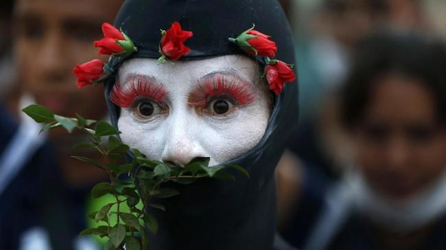 Dalam foto-foto unik pilihan CNNIndonesia.com pekan ini, ada ikan-ikan mati di Yunani dan aksi demonstrasi menyuarakan kerusakan lingkungan.