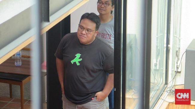 Polda Metro Jaya tak bicara banyak soal penangkapan dan penetapan tersangka terhadap Dandhy Dwi Laksono, yang disebut terkait dengan kasus Papua.