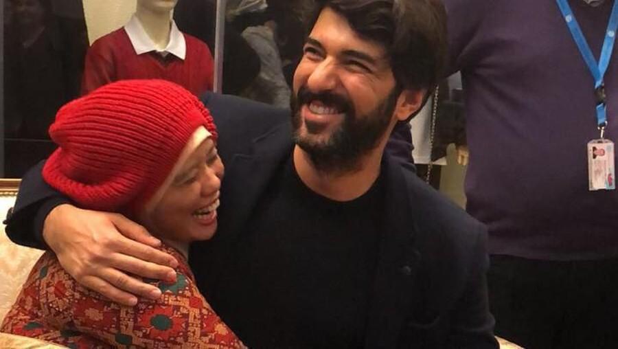 Deg-degan, Bertatap Muka Langsung & Dipeluk Aktor Top Turki